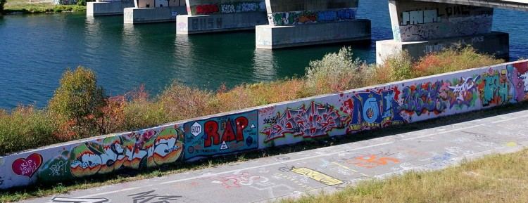 Graffiti bij de Nordbrücke aan de Donau©                     Door Bwag (Eigen werk) [CC BY-SA 3.0 at (http://creativecommons.org/licenses/by-sa/3.0/at/deed.en)], via Wikimedia Commons