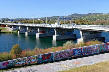 Graffiti bij de Nordbrücke aan de Donau / © Door Bwag (Eigen werk) [CC BY-SA 3.0 at (http://creativecommons.org/licenses/by-sa/3.0/at/deed.en)], via Wikimedia Commons